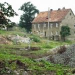 Budynek bursy dawne czworaki Arboretum Wojsławice 2002 r. TN