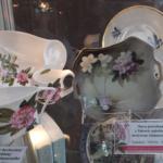 Porcelana zdobiona motywem kwiatowym Rhododendron