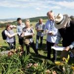 Niedzielne szkolenie oceny nowych odmian liliowców (Hemerocallis) przeprowadził berliński hodowca dr Tomas Tamberg - fot. Tomasz Nowak1
