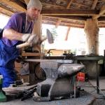 ŚAKA - Artysta kowal - Bogdan Baczyński przy pracy - Wojsławice 2011, HGN